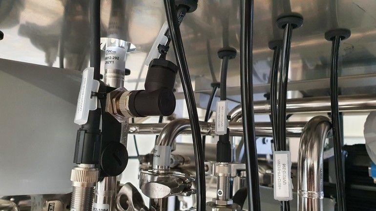 Epic-M12-Power-Stecker_in_Anlage_Lapp_GmbH