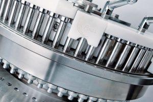 Der Segmentrotor mit FS12-Stempeln verfügt über 110 Stationen. Möglich macht dies der geringe Schaftdurchmesser der Stempel von 12mm.