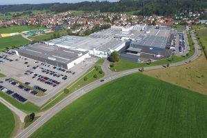 Zum 1. Januar 2017 wird Multivac Deutschland mit Sitz in Wolfertschwenden als Multivac Deutschland GmbH und Co. KG firmieren. Damit wird die Vertriebs- und Serviceorganisation in Deutschland eine eigenständige Tochtergesellschaft der internationalen Unternehmens-Gruppe.