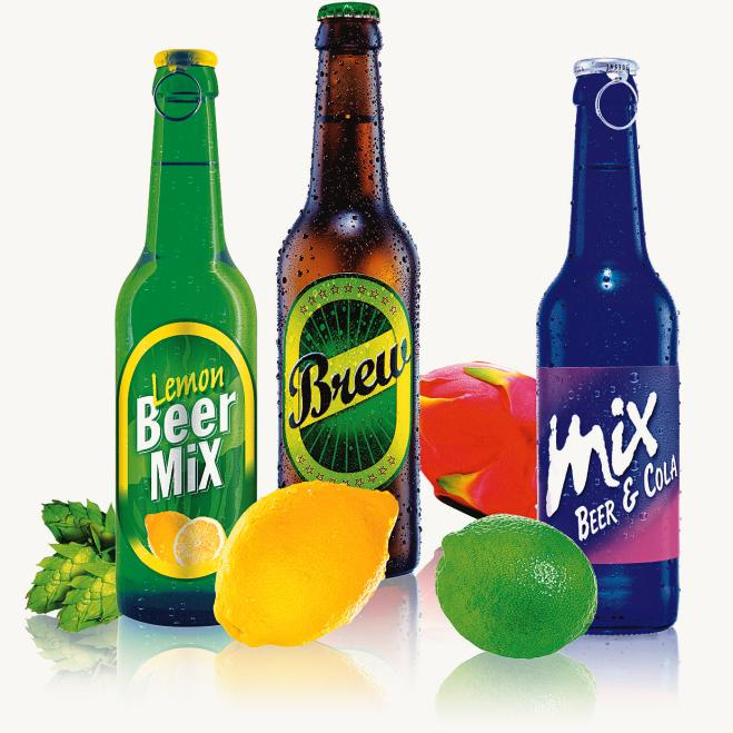 Geschmack ist bunt. Klare Biermischgetränke in verschiedenen Farben ...