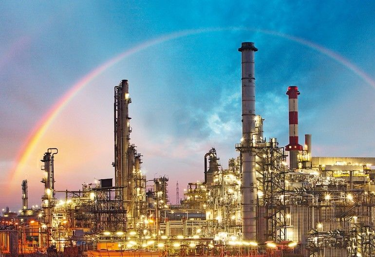 Oil_indutry_refinery_-_factory_with_dramatic_sunset