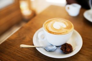One_cup_of_coffee_on_the_table,_latte_coffee_art