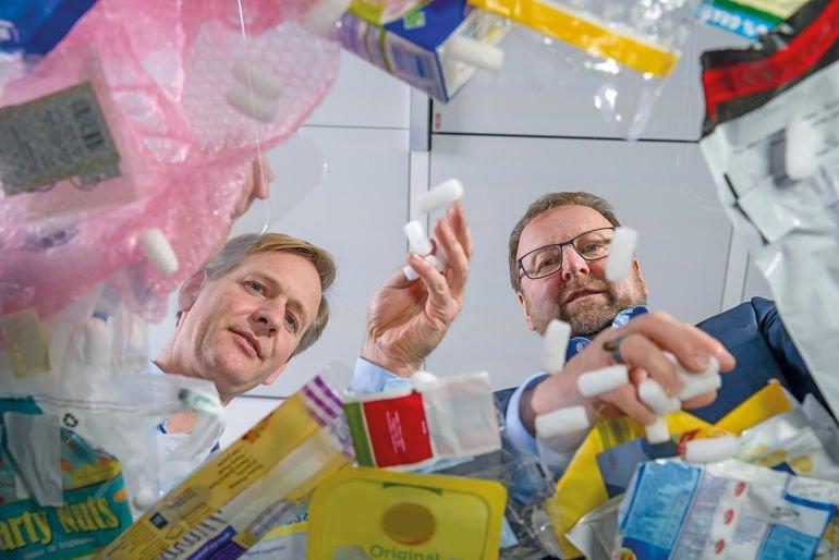 Das_ChemCycling-Projekt_von_BASF_legt_seinen_Fokus_darauf,_Kunststoffabfälle_in_der_chemischen_Produktion_wiederzuverwenden_statt_sie_zu_entsorgen._Dabei_werden_Kunststoffabfälle_durch_thermochemische_Verfahren_in_neue_Rohstoffe_umgewandelt_und_anstelle_v
