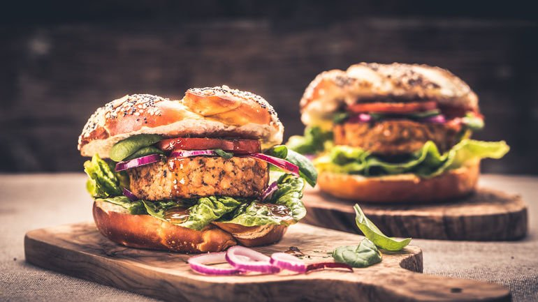 Healthy_vegan_burger_with_fresh_vegetables_and_chili_sauce