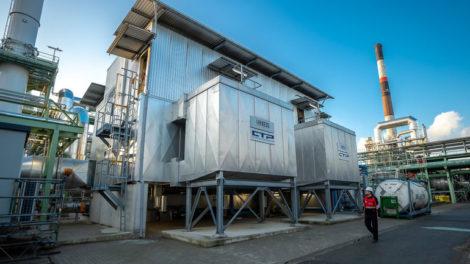 Nitrous_oxide_reduction_unit_at_the_caprolactam_plant_in_Antwerp,_Belgium_Nitrous_oxide_reduction_unit_at_the_caprolactam_plant_in_Antwerp,_Belgium_Lachgasreduktionsanlage_an_der_Caprolactam-Anlage_in_Antwerpen,_Belgien