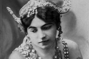"""An_undated_photo_of_dancer_""""Mata_Hari"""".__Born_Margaretha_Geertruida_Zelle,_she_was_executed_during_World_War_I_for_spying_for_Germany.__(AP_Photo)"""