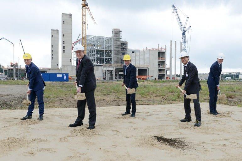 BASF_Schwarzheide_GmbH_Air_Liquide_Deutschland_GmbH_Symbolischer_Baustart_in_Schwarzheide_Erster_Spatenstich_für_neuen_Luftzerleger_