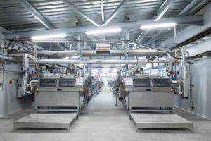 Zwei Rotoformsysteme mit Stahlbandkühlern für die Granulation von Kaugummiharz