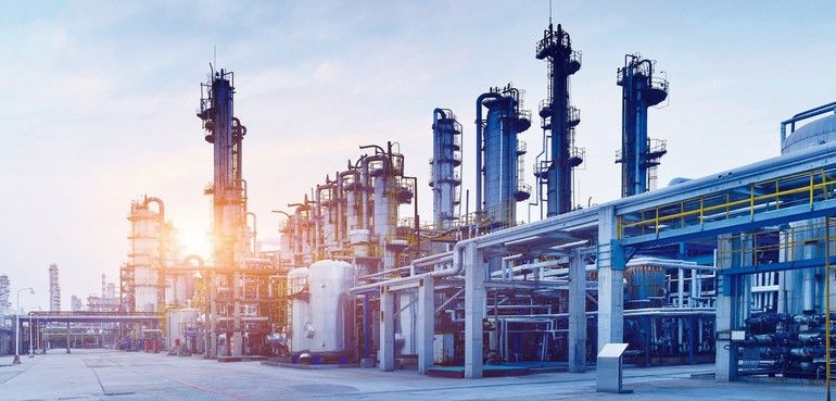 Oil_Refinery,_Chemical_&_Petrochemical_plant_at_sunset.