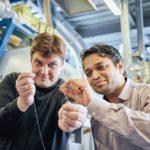 Scientist_Pavan_Manvi_from_RWTH_Aachen_University_(right)_and_Covestro_researcher_Dr._Jochen_Norwig_holding_a_synthetic_fiber_prototype_made_from_CO2._------_Wissenschaftler_Pavan_Manvi_von_der_RWTH_Aachen_University_(rechts)_und_Forscher_Dr._Jochen_Norwi