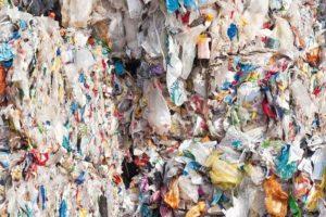 in_Ballen_gepresster_Recycling-Muell