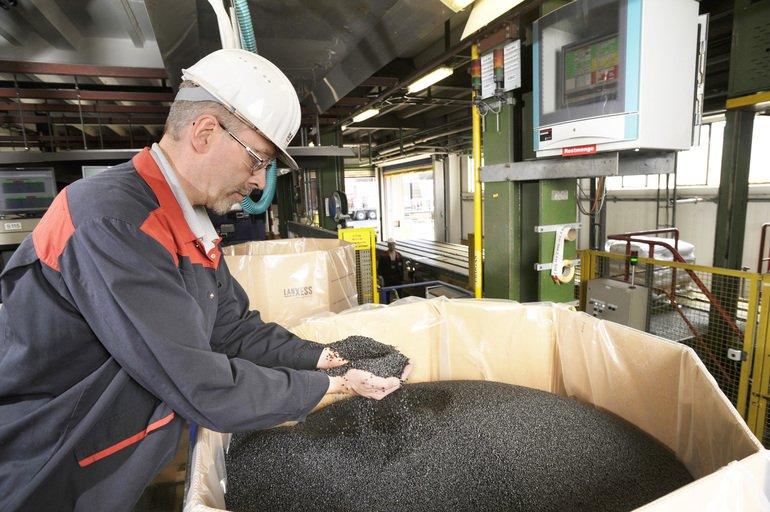 LANXESS_Production_of_High-Tech_Plastic_-_Durethan_at_Krefeld_Uerdingen_Site_