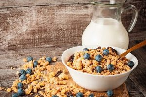 Healthy_breakfast_concept_with_oat_flakes_and_fresh_berries_on_rustic_background._Food_made_of_granola_and_musli._Healthy_banana_smoothie_with_blackberries,_honey_and_milk.;_Shutterstock_ID_403999156