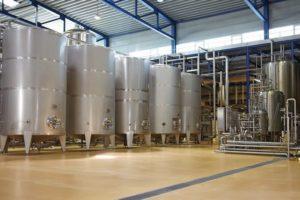 Das_Vorspannen_und_Leerpressen_von_Lagertanks_mit_Stickstoff_verhindert_Oxidationsprozesse_und_erhält_so_die_hohe_Qualität_und_Lagerstabilität_von_sauerstoffempfindlichen_Getränken_wie_Bier