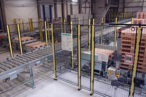Bei_Nestlé_in_Biessenhofen_hat_Siemens_den_Warenausgang_mit_einer_vollautomatischen_Logistiklösung_modernisiert._Die_digitale_Systemdurchgängigkeit_der_Lösung_ist_Garant_für_die_hohe_Umschlagleistung._____________________________