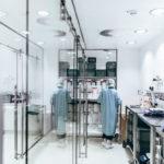 Die_Topmedicare_GmbH_verarbeitet_pharmazeutische_Produkte_in_modernsten_Reinräumen
