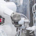 Roboterbasierte_Abfüll-_und_Verschließanlage_für_den_Pharmabereich