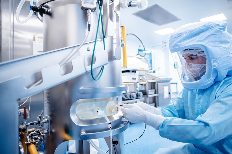 Das_Mainzer_Biotechnologieunternehmen_Biontech_SE_hat_mithilfe_von_Siemens_in_Rekordzeit_eine_bestehende_Anlage_in_Marburg_für_die_Produktion_des_Covid19-Impfstoffs_umgebaut_