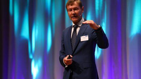 """Klaus_Helmrich,_Mitglied_des_Vorstands_der_Siemens_AG,_beim_""""Forum_Deutscher_Mittelstand""""_in_Stuttgart_Klaus_Helmrich,_Managing_Board_Member_of_Siemens_AG,_at_the_""""Forum_Deutscher_Mittelstand""""_(German_SME_Forum)_in_Stuttgart."""