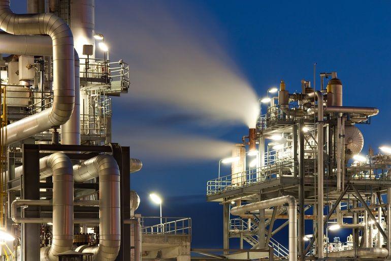 Oft_wird_überschüssiger_Wasserdampf_einfach_in_die_Atmosphäre_abgegeben._Die_Dampfkompression_bietet_der_Industrie_enormes_Einsparpotential_und_hilft_zudem_CO2_drastisch_zu_reduzieren.